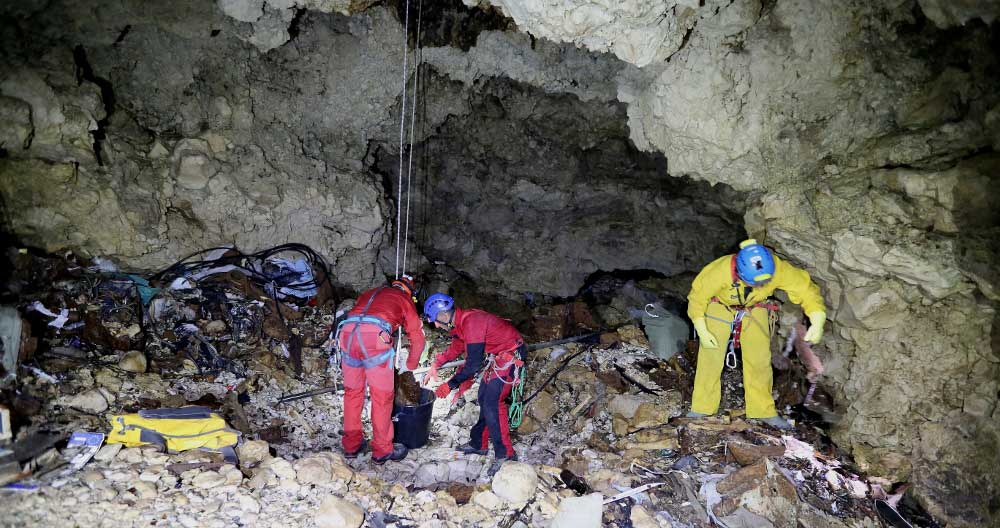 Clean Up the Dark – A proposal for a European Network for cave cleaning and protection